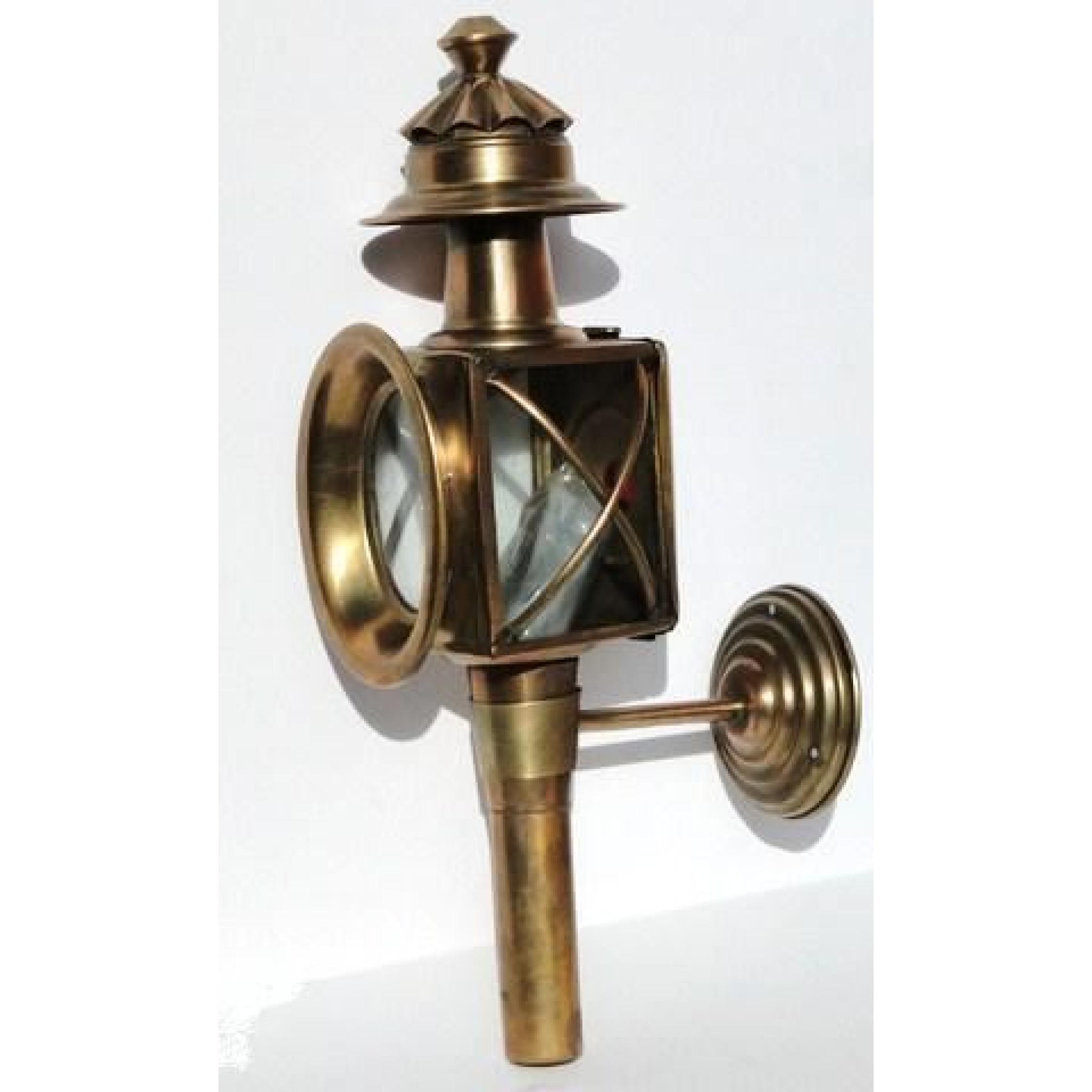 lampe petrole applique lampe de fiacre cal che lanterne diligence carrosse en laiton achat. Black Bedroom Furniture Sets. Home Design Ideas